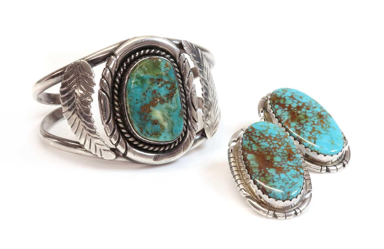 Lot 277 - A silver Navajo torque style cuff bangle