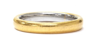 Lot 1064 - A 22ct gold wedding ring