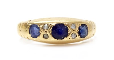 Lot 1029 - An Edwardian 18ct gold sapphire and diamond ring