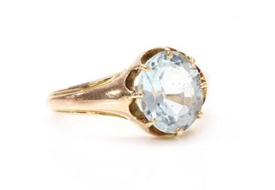 Lot 116 - A single stone aquamarine ring, c.1900