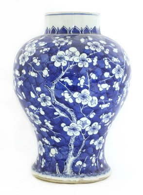 Lot 26 - A Chinese blue and white vase