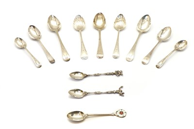 Lot 2 - A collection of silver teaspoons