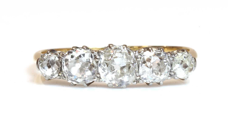 Lot 41 - A five stone graduated diamond ring
