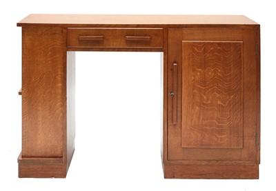 Lot 449 - An oak desk