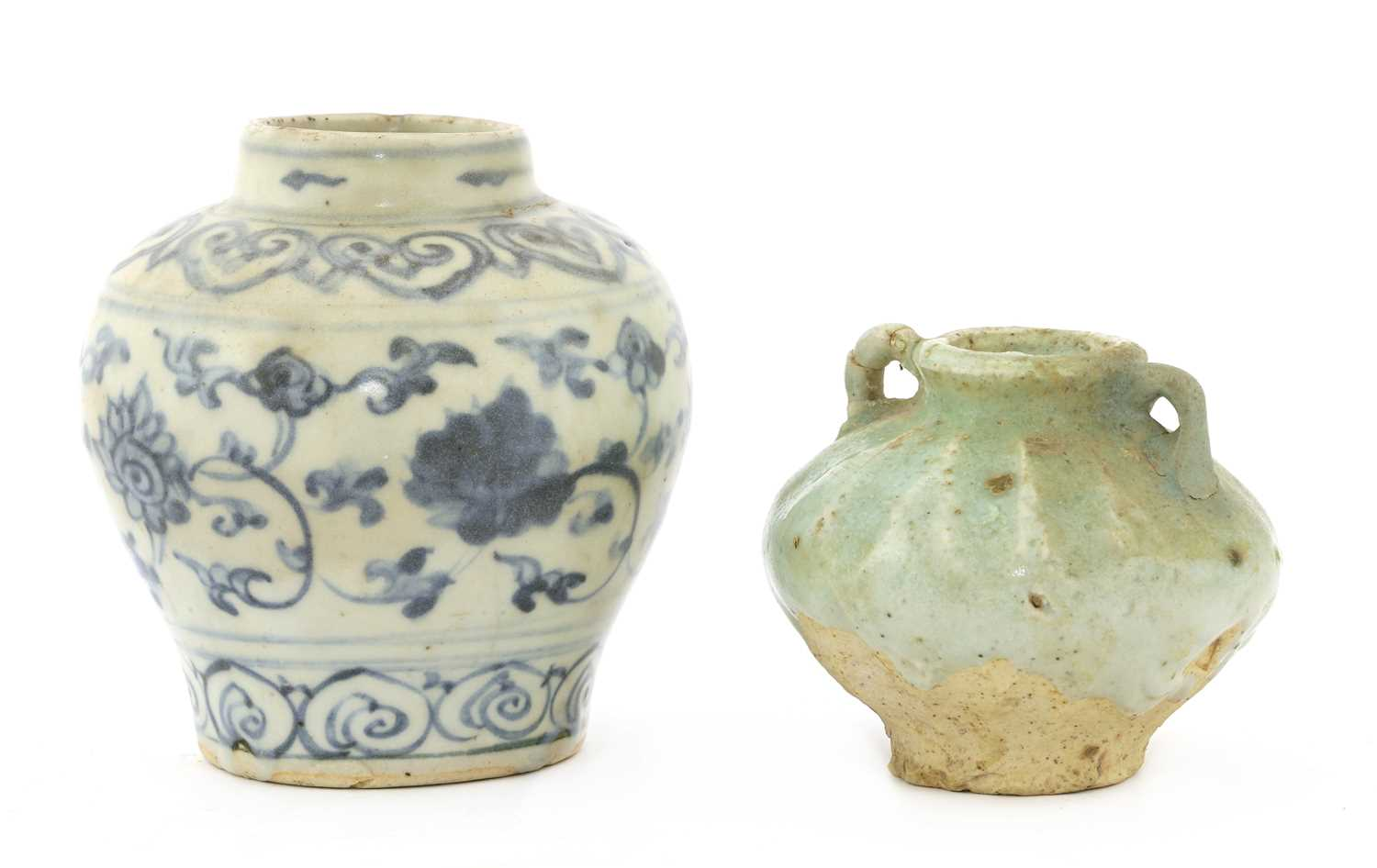 Lot 17 - A Chinese blue and white jarlet