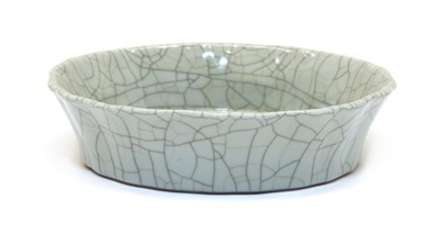 Lot 90 - A Chinese ge-type dish
