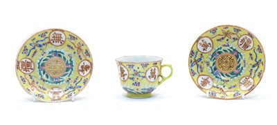 Lot 99 - A Chinese famille rose cup
