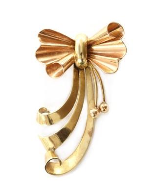 Lot 1057 - A Dutch gold bow brooch