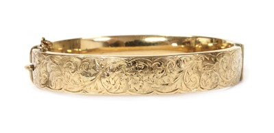 Lot 1109 - A 9ct gold oval hollow hinged bangle, by Smith & Pepper