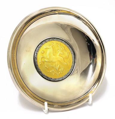 Lot 601 - An Art Deco silver dish