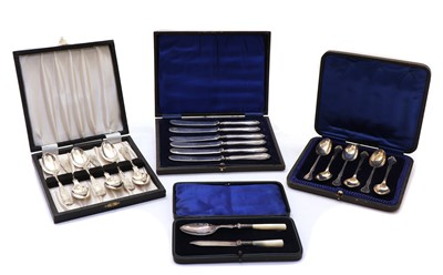 Lot 21 - A cased set of six silver Queens pattern teaspoons
