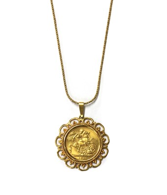 Lot 81 - A George V sovereign pendant