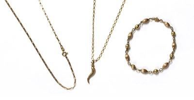 Lot 84 - A gold cornicello pendant