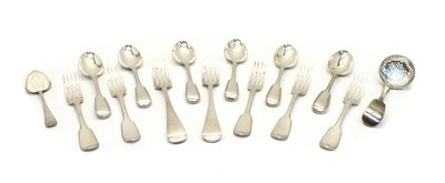 Lot 32 - A large quantity of assorted silver flatware