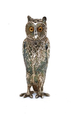 Lot 11 - A novelty silver pepperette in the form of an owl