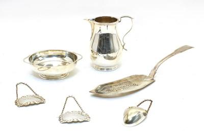 Lot 63 - A Georgian silver fiddle pattern slice