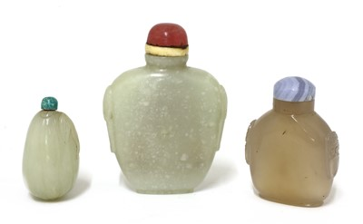 Lot 182 - A Chinese jade snuff bottle