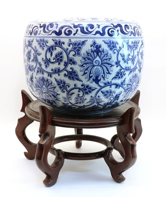 Lot 87 - A Chinese blue and white porcelain jardinière