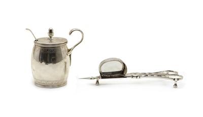 Lot 3 - A pair of George III silver scissor snuffers