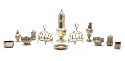 Lot 74 - An assorted quantity of silver items