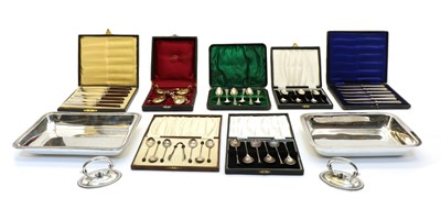Lot 22 - A collection of silver items