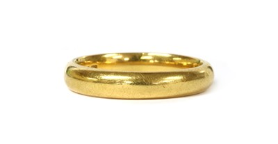 Lot 53 - A 22ct gold 'D' section wedding ring
