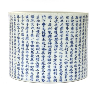 Lot 29 - A Chinese blue and white brush pot