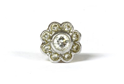 Lot 30 - A single 18ct gold diamond cluster earring