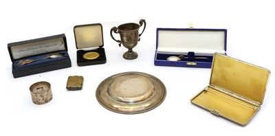 Lot 27 - A collection of silver items