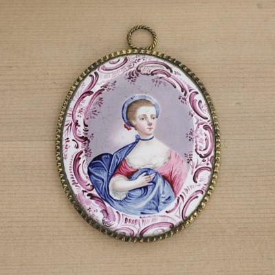 Lot 439 - An English enamel miniature portrait medallion