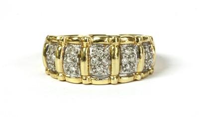 Lot 28 - A 14ct gold diamond ring