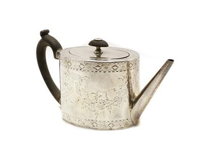 Lot 16 - A George III silver teapot