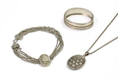 Lot 28 - A small quantity of Victorian silver jewellery