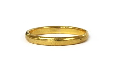 Lot 93 - A 22ct gold 'D' section wedding ring