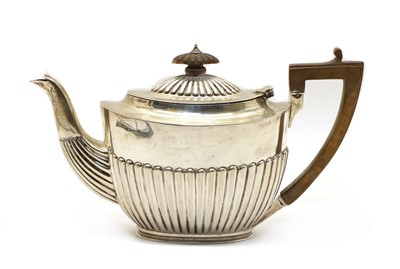 Lot 8 - A late Victorian silver teapot