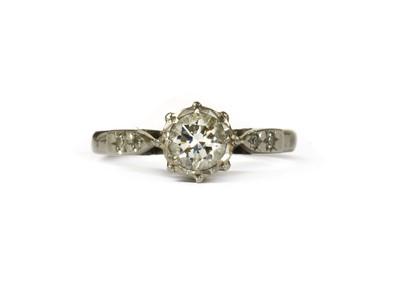 Lot 40 - An 18ct white gold diamond ring
