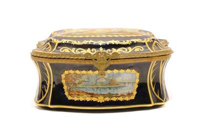 Lot 80 - A French porcelain trinket box