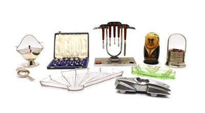 Lot 100 - A collection of mixed silver and plated ware