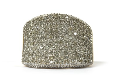 Lot 64 - A 9ct gold diamond ring