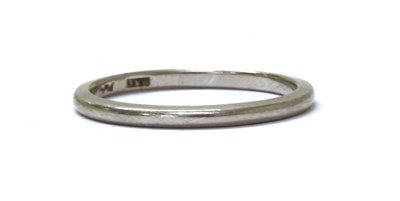 Lot 95 - A platinum 'D' section wedding ring