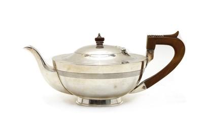 Lot 19 - An Edward VII silver teapot