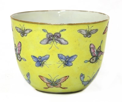 Lot 41 - A Chinese famille rose teacup
