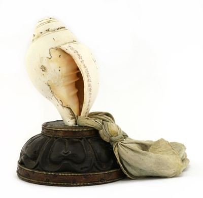 Lot 138 - A Chinese ritual conch shell