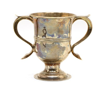 Lot 5 - A George III silver loving cup